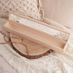 PUDEŁKO drewniane na świecę do Chrztu Z IMIENIEM Pudrowe Kwiaty