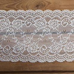 BIEŻNIK koronka dekoracyjna na szpuli Delikatna 15cm x 9m
