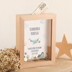 SKARBONKA drewniana na prezent z szybką Z IMIENIEM Chłopięcy Świat