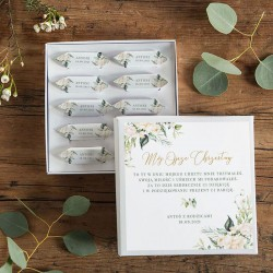 PODZIĘKOWANIE dla Chrzestnych na Chrzest Bombonierka z krówkami białe pudełko Z IMIENIEM Białe Kwiaty