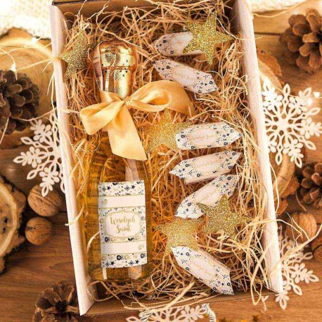 KOSZ prezentowy świąteczny Wino musujące+krówki Z NAZWĄ Złoty