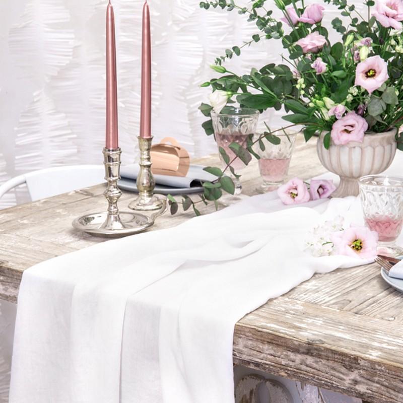 Biały bieżnik na stół na wesele