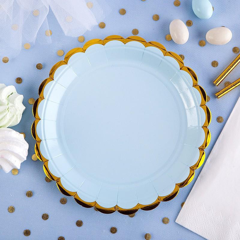 Niebieskie talerzyki ze złotymi brzegami