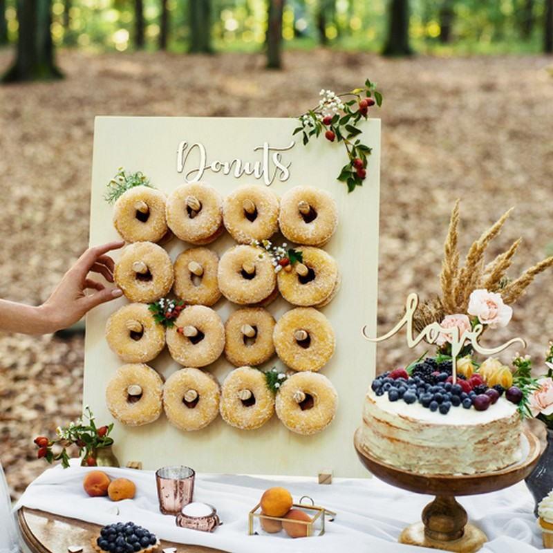 Drewniana ścianka na donuty