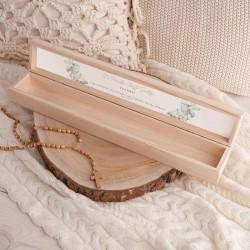 PUDEŁKO drewniane na świecę do Chrztu Z IMIENIEM Stópki z Eukaliptusem