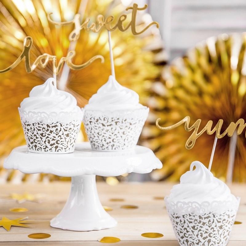Białe foremki na muffinki na ślub