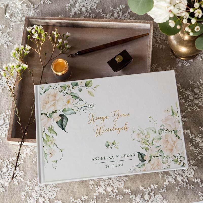 Weselna księga gości zdobiona białymi kwiatami