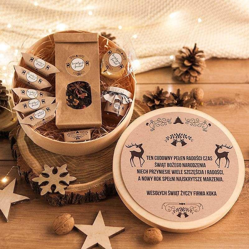 Kosz prezentowy w pudełku z łuby z krówkami, miodem i herbatą