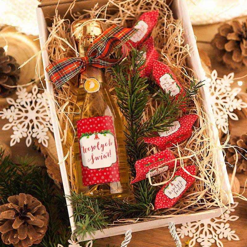 Wino i krówki w świątecznym wydaniu na prezent dla kobiety