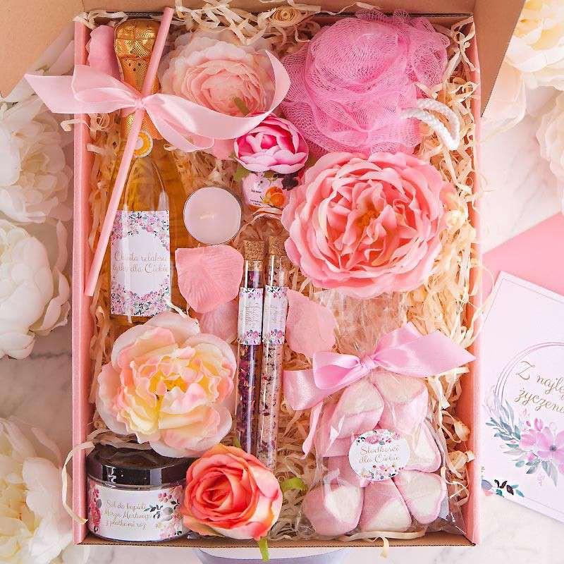 Duży kosz prezentowy w różowym wydaniu dla kobiety na święta