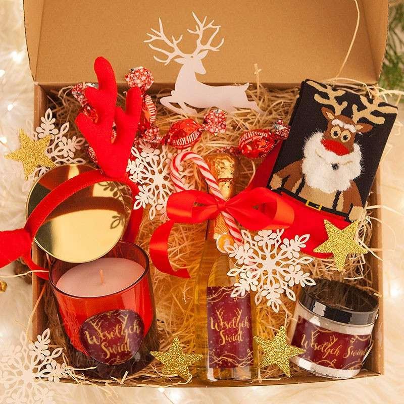Box prezentowy firmowy z winem musującym w świątecznym stylu