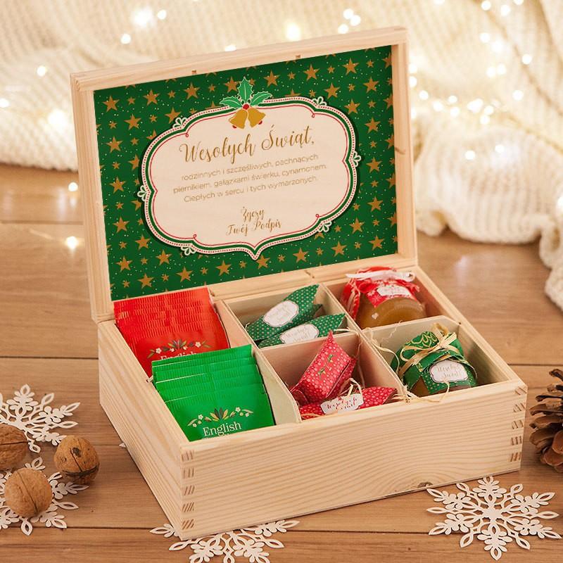 Świąteczny prezent w skrzyni z krówkami, herbatą i miodem