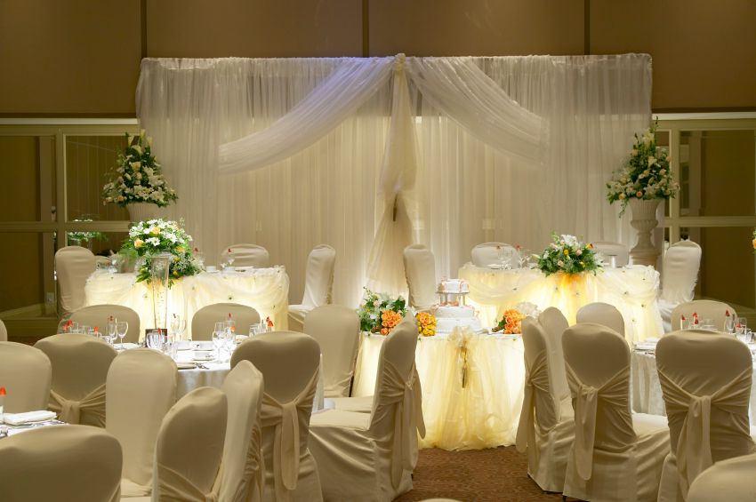 dekoracje ślubne z organzy