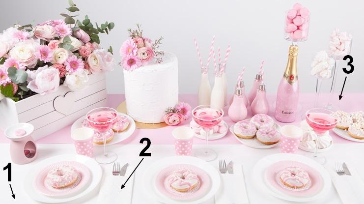 Różowe dekoracje stołu na wieczór panieński