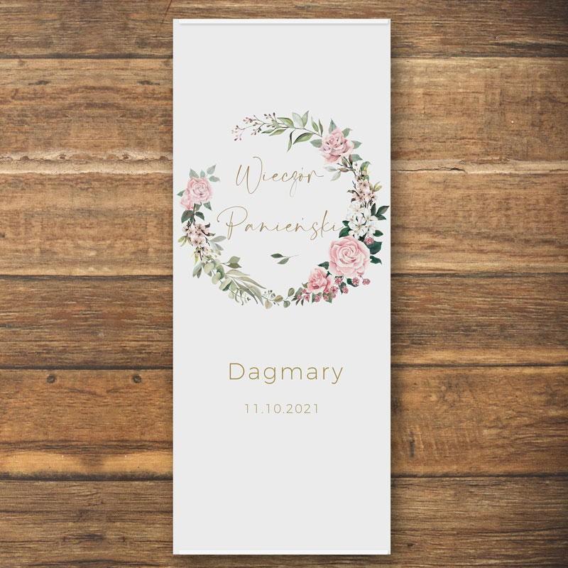 Plakat dekoracja sali na Panieński z rustykalnymi kwiatami i imieniem Przyszłej Żony