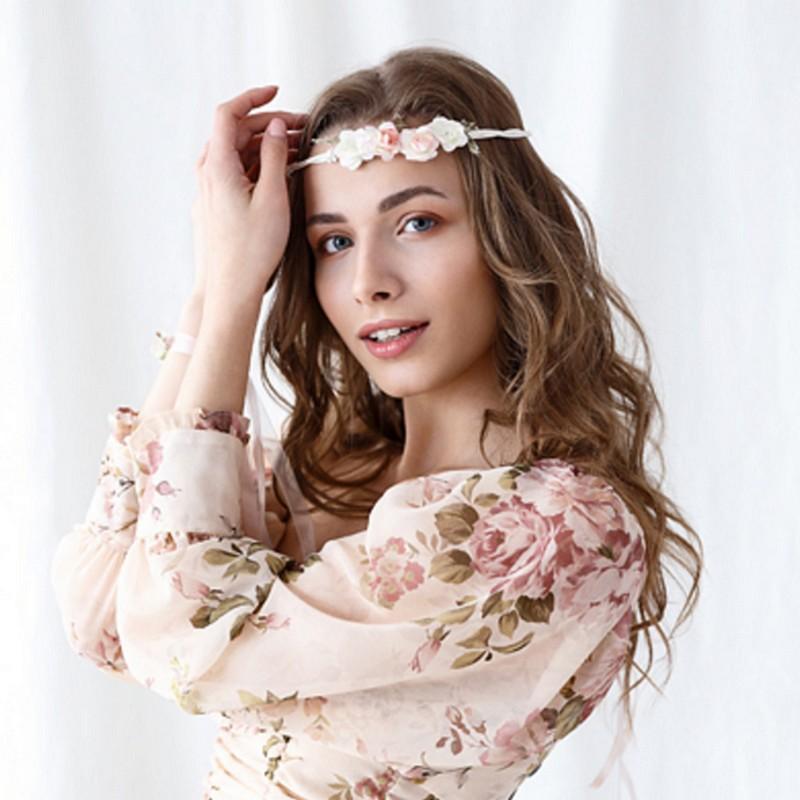 Delikatnie zdobiony brzoskwiniowy wianek na głowę przyszłej Panny Młodej