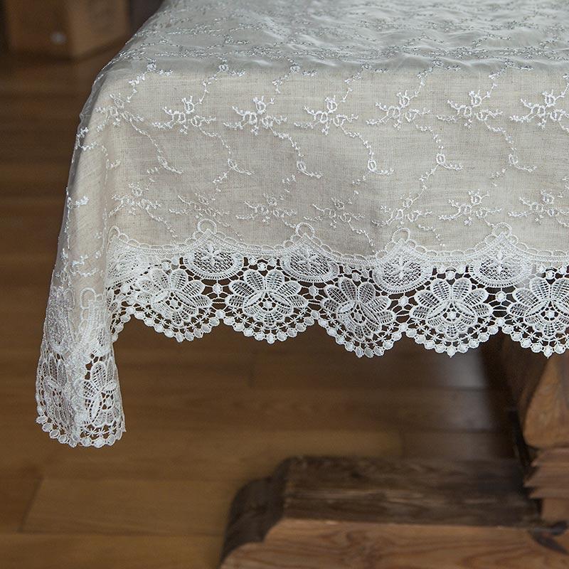Elegancki koronkowy obrus na stół na Roczek i urodzinki