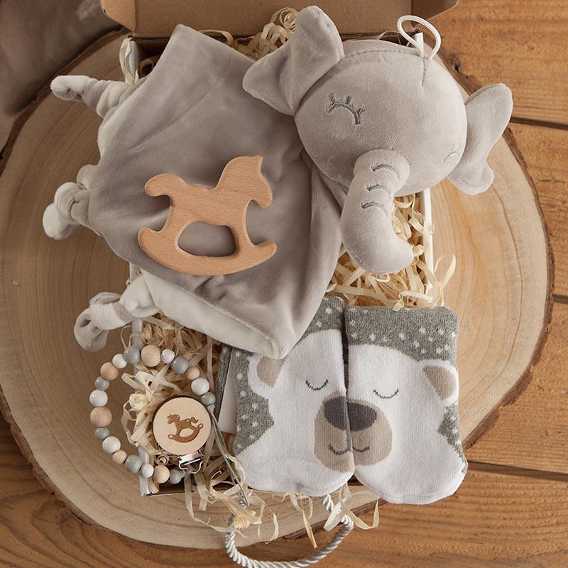 Kosz prezentowy na Baby Shower dla dziecka z przytulanką słoniem