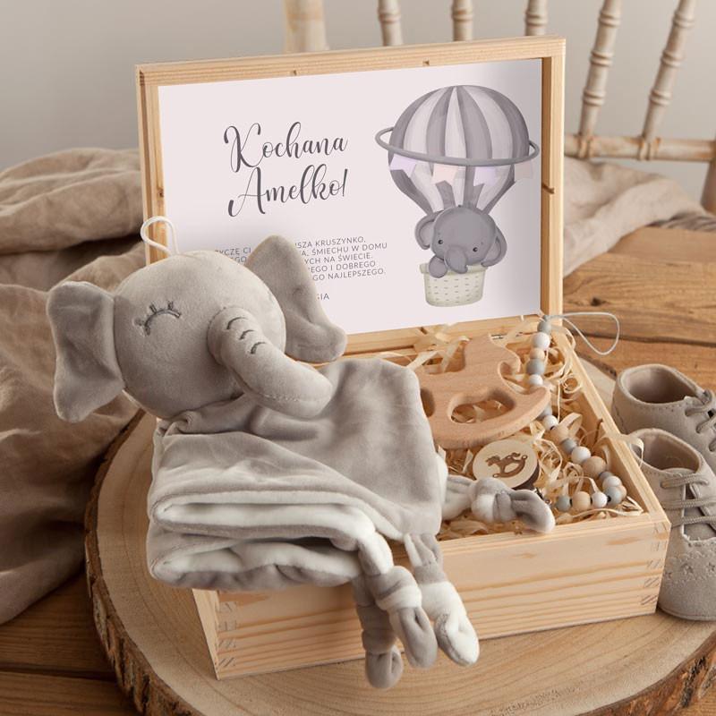 Prezent na Baby Shower w skrzyni z przytulanką i gryzakiem dla maluszka