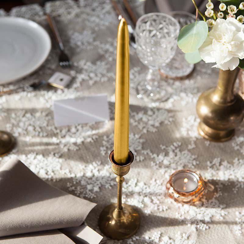 Złote świece stożkowe do restauracji