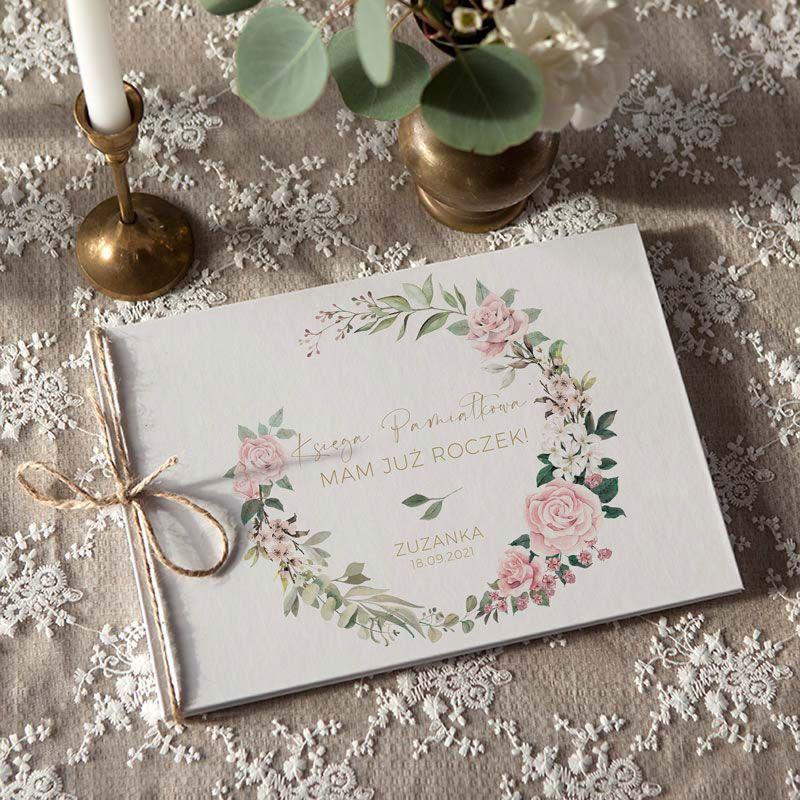 Personalizowana księga gości na Roczek w stylu rustykalnym z kwiatami