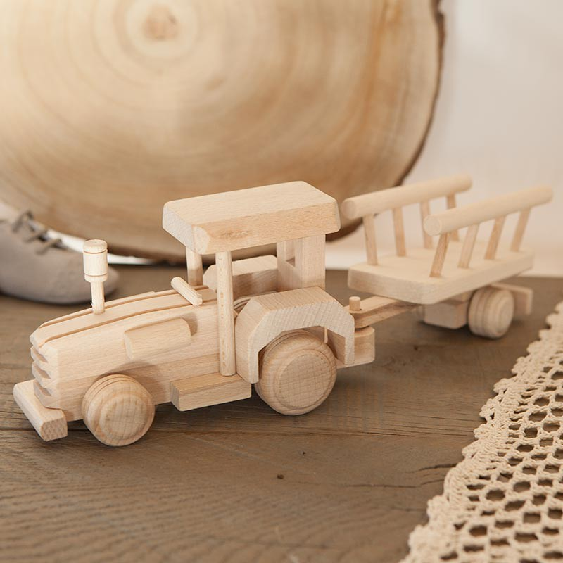 Drewniana zabawka traktor z przyczepą dla dziecka na pierwsze urodzinki