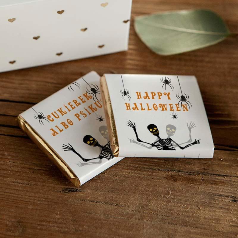 Mleczne czekoladki na Halloween ze szkieletami i pająkami
