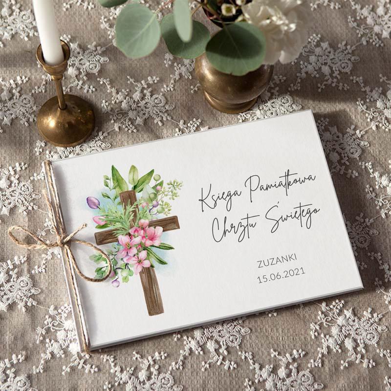 Pamiątkowa księga Chrztu Świętego z motywem krzyża w kwiatach