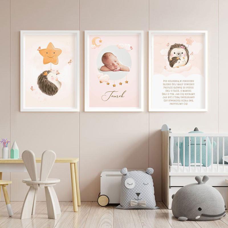 Plakaty do pokoju dziecięcego ze zdjęciem dziecka i jeżykiem