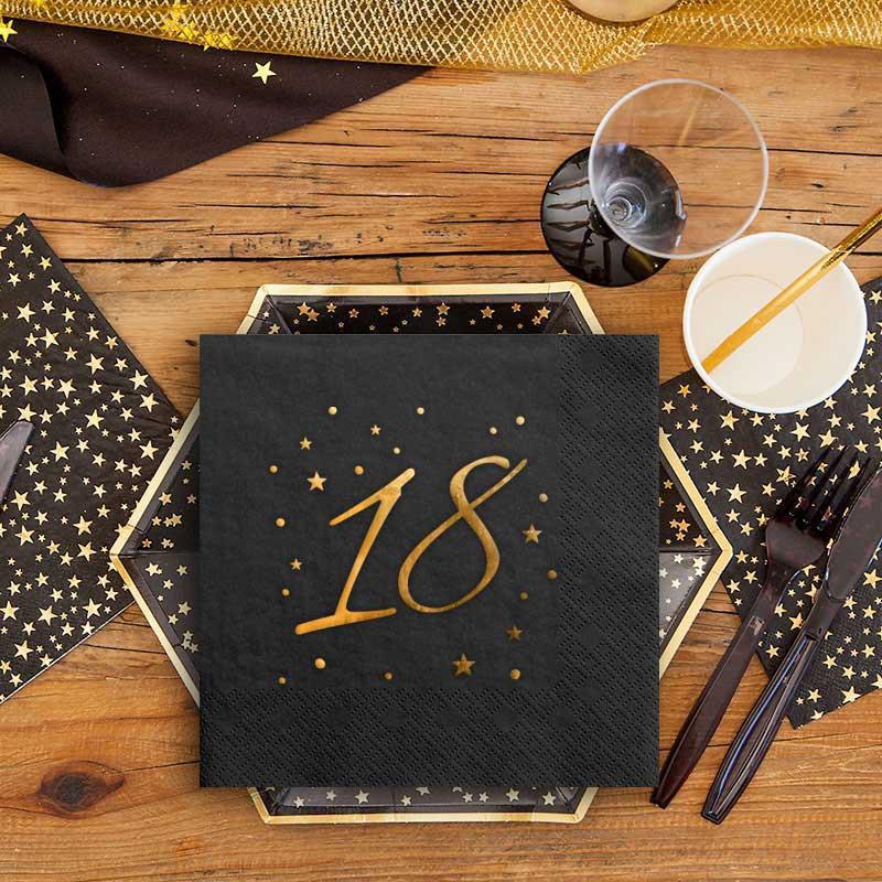 Czarne serwetki ze złotą liczbą 18 na urodziny