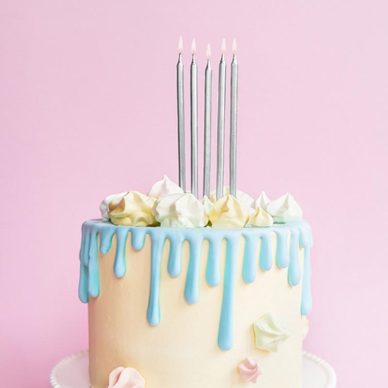 Srebrne długie świeczki na tort