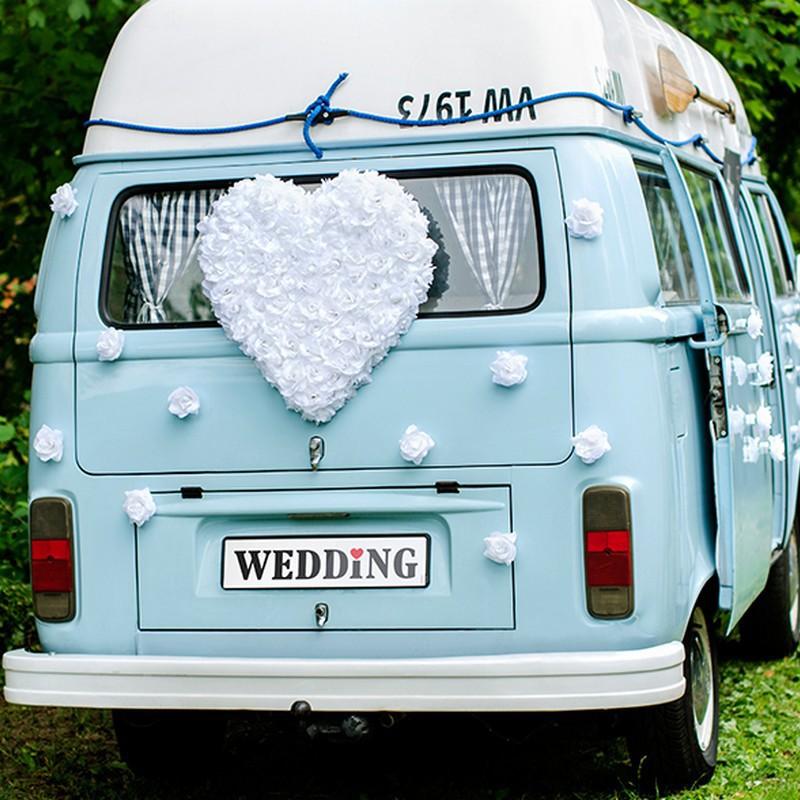 Duże kwiatowe serce do dekoracji samochodu ślubnego