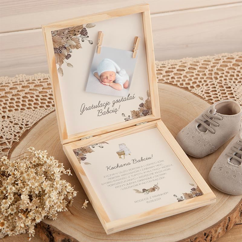 Drewniane pudełko z gratulacjami dla dziadków