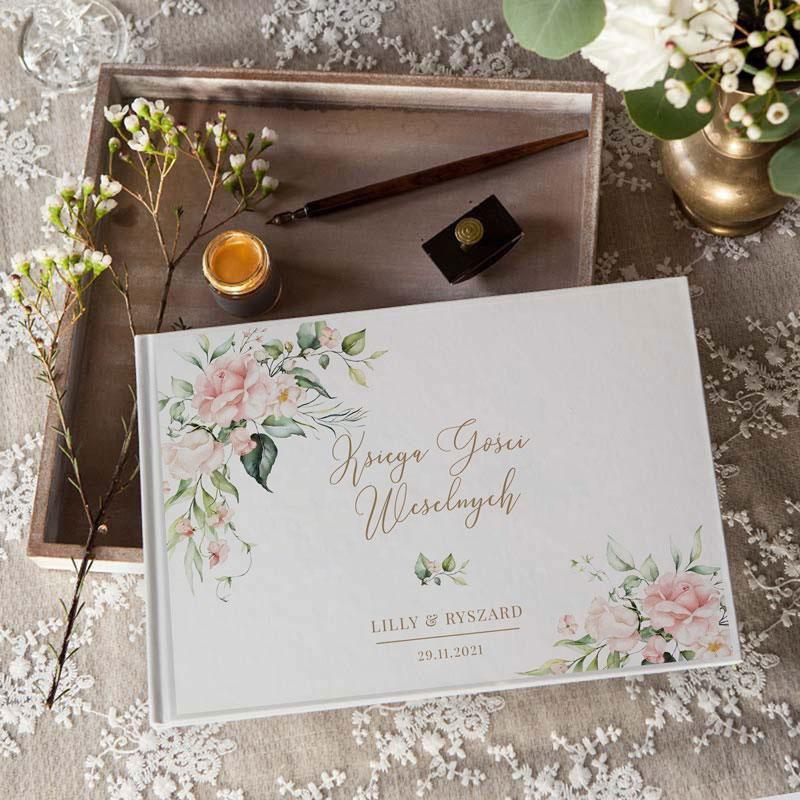 Pamiątkowa księga gości na ślub z pudrowymi kwiatami