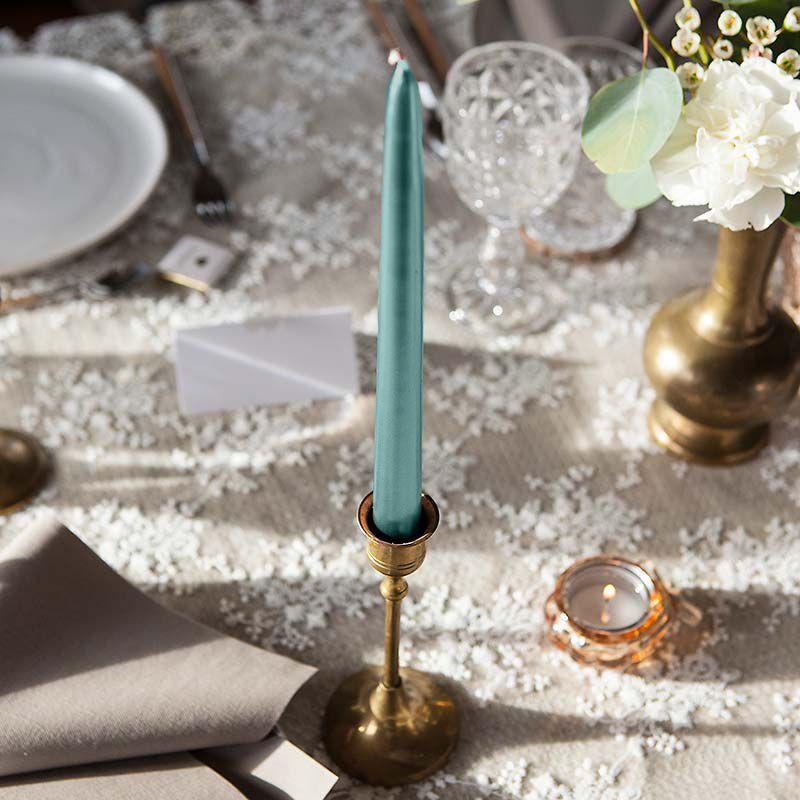Ciemnozielone świece do dekoracji stołu na Wieczór Panieński