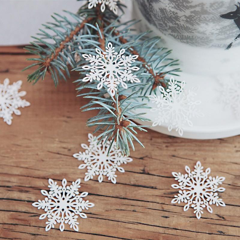 Konfetti białe śnieżynki do dekoracji