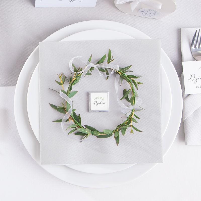 Zestaw srebrnych dekoracji na stół